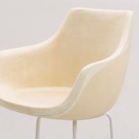 硬質ウレタン例:曲線などデザイン性に富んだ椅子の芯材(モールド成型)