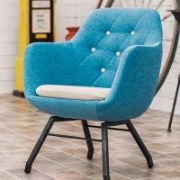 存在感のある構造で軽い椅子